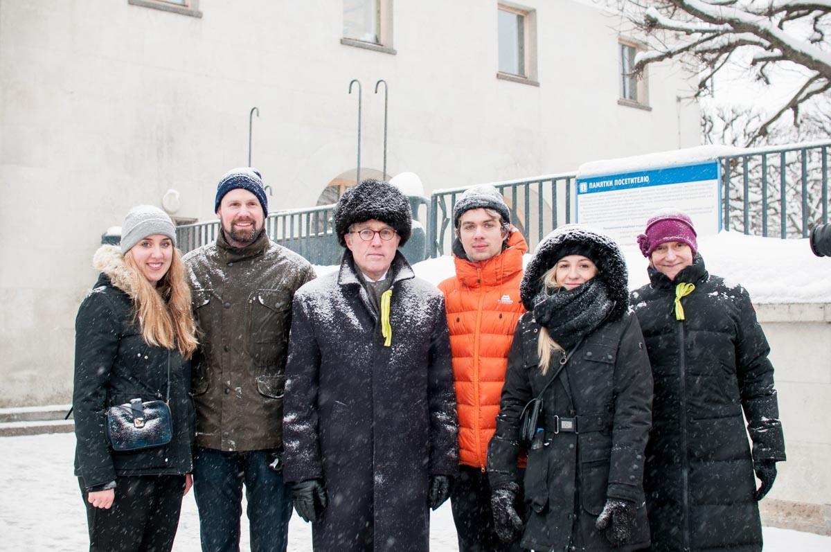 Посол Рюдигер фон Фрич и генеральный консул Эльтье Адерхольд с немецкими студентами. Январь2019